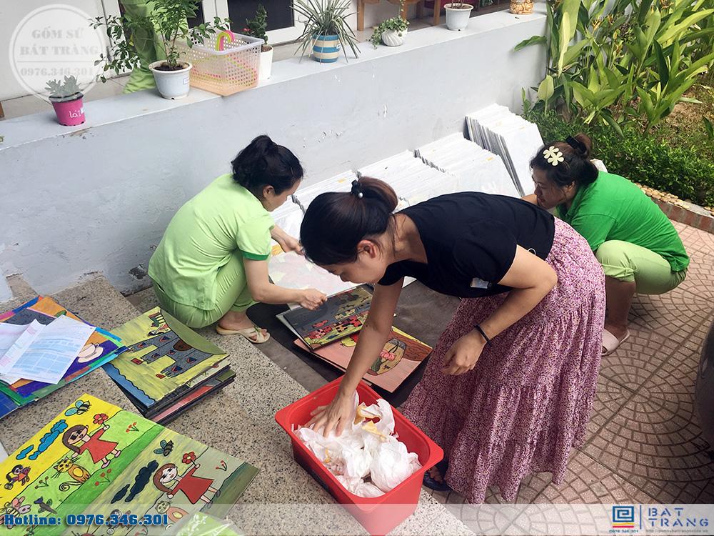 Đơn hàng 300 tranh gốm sứ Bát Tràng cho trường mầm non Thần Đồng 5